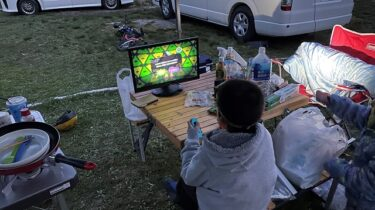 キャンピングカーのテレビを移動中に見る3つの方法